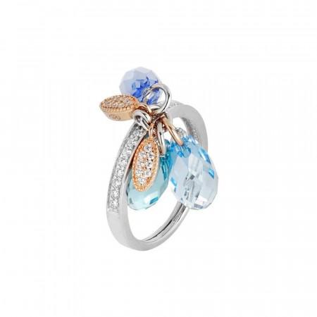 Anello in argento con ciuffetto di Swarovski dalle sfumature azzurre e zirconi