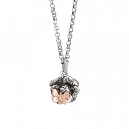 Collana in argento brunito con fiore di ciliegio pendente e farfalla placcata oro rosa