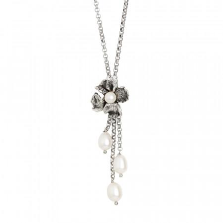 Collana in argento brunito con pendente a ciuffetto e perle naturali