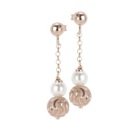 Orecchini rosati con perla Swarovski e sfera diamantata effetto ondulato