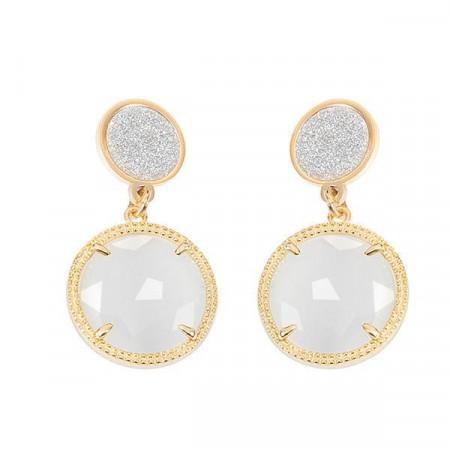 Orecchini pendenti con superfici glitterate e cristallo bianco
