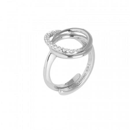 Anello in argento rodiato con decoro di cerchi lisci e di zirconi