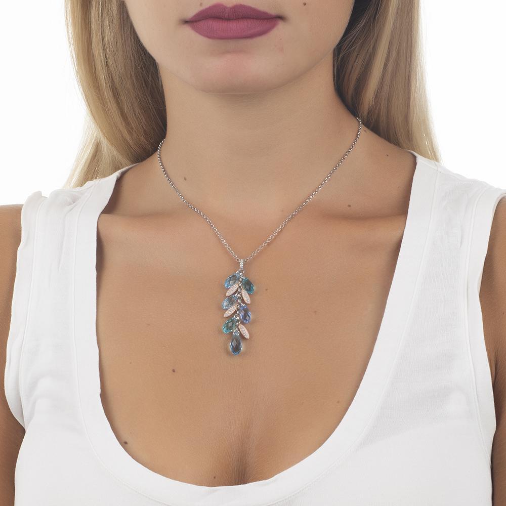 48063844a95080 Collana con pendente a ciuffetto di Swarovski dalle sfumature azzurre e  navette di zirconi