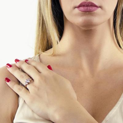 Anello placcato oro rosa con decoro di zirconi a navette taglio brillante