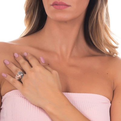 Anello in argento brunito con perla naturale, decoro di ninfee e ranocchio brunito