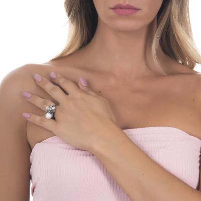 Anello in argento brunito con perla naturale e ninfea
