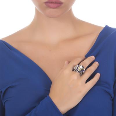 Anello in argento brunito con ninfee dipinte e perla naturale centrale