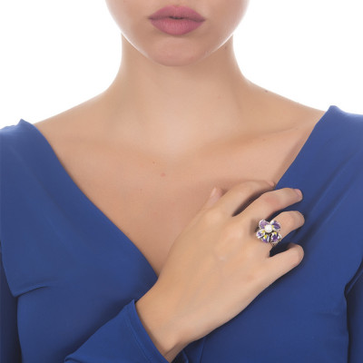 Anello in argento brunito con ninfea dipinta e perla naturale centrale