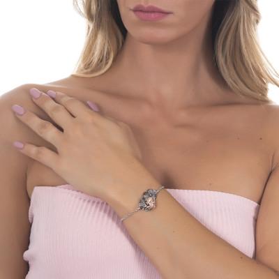 Bracciale in argento brunito con ninfee centrali su cui posa un ranocchio rosato