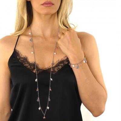 Bracciale con perle naturali e charms bicolor