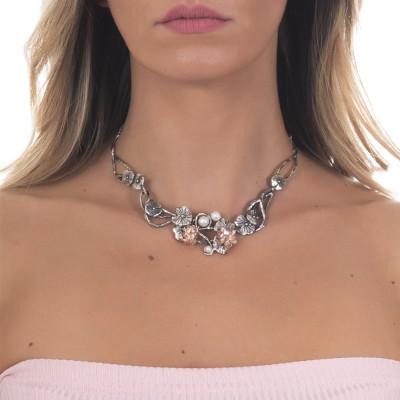 Collana semirigida in argento brunito con decoro di ninfee, ranocchio placcato oro rosa e perle naturali
