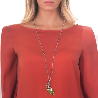 Collana in argento brunito e foglie piuma dipinte di verde