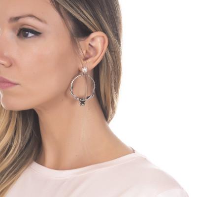 Orecchini a cerchio in argento brunito con perla naturale