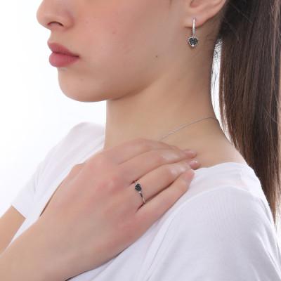 Anello con cuore di zirconi bianchi su base nera