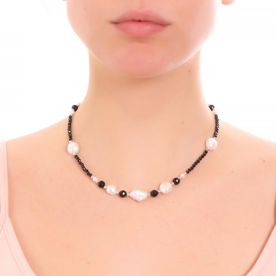 Collana con perle naturali, ossidiana e spinello