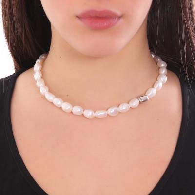 Collana con perle scaramazze ed elemento rodiato