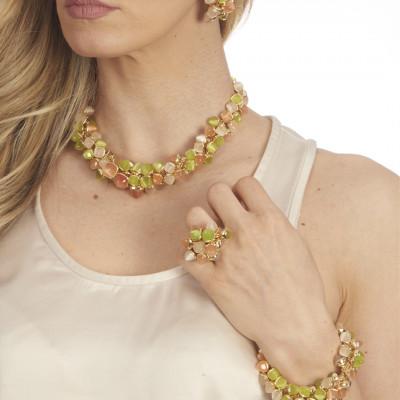 Anello con ciuffo di cristalli color pietra di luna, corniola e olivine