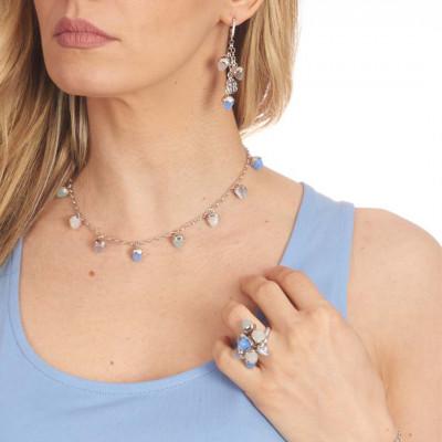 Collana con cristalli piramidali color madreperla, acqua milk, calcedonio azzurro e agata grigia gatteggiante