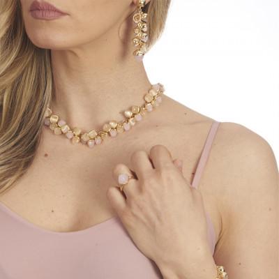 Collana con decoro di cristalli piramidali color pietra di luna e quarzo rosa