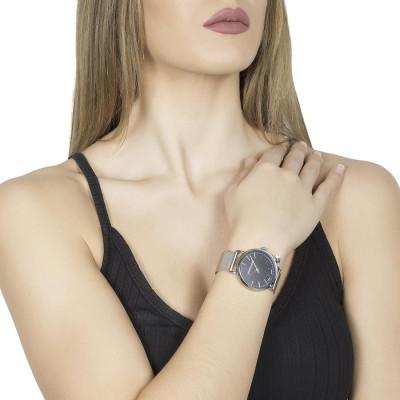 Orologio donna con quadrante nero, cinturino in acciaio e charm silver laterale