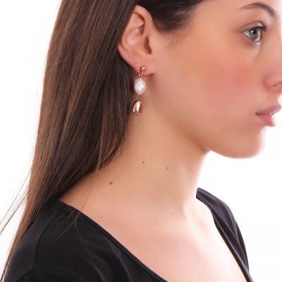 Orecchini con perla scaramazza ed elemento placcato oro rosa