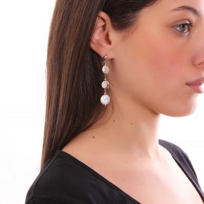Orecchini pendenti con perle a bottone
