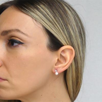 Orecchini con punto luce in zirconi e perla Swarovski media