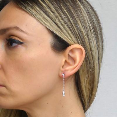 Orecchini pendenti con punto luce di zirconi e perla Swarovski