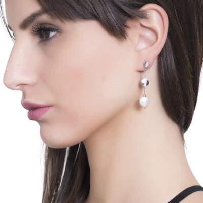 Orecchini pendenti con perle Swarovski schiacciate ed elementi zirconati