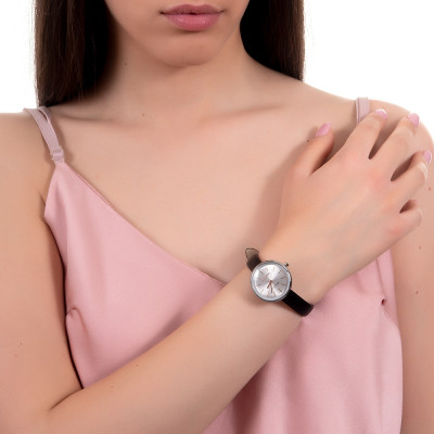 Orologio con cinturino in pelle nera e indici rosati
