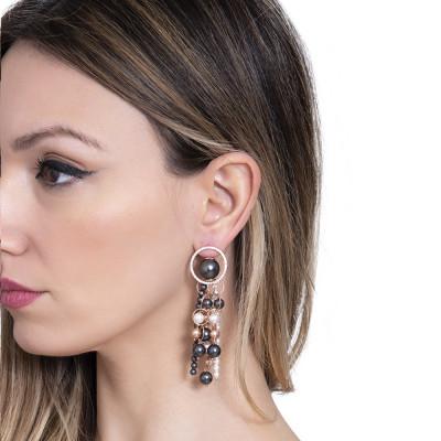 Orecchini rosati con fili di perle pendenti e zirconi