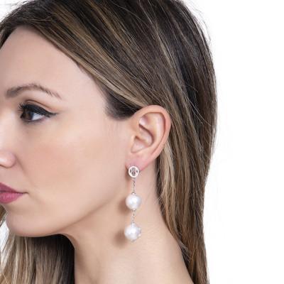 Orecchini pendenti con perle bianche Swarovski e zirconi