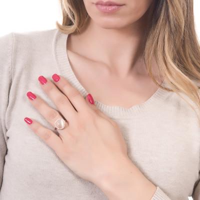 Anello con cristallo cabochon beige gatteggiante e zirconi