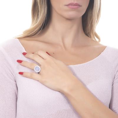Anello con cabochon rosa chiaro su base di zirconi