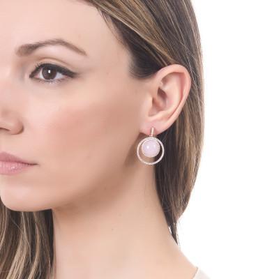 Orecchini con cerchio di zirconi e cabochon rosa chiaro