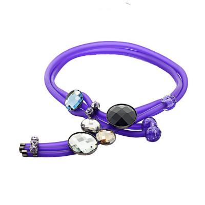 Collana in gomma viola con cristalli colorati e sfere di resina