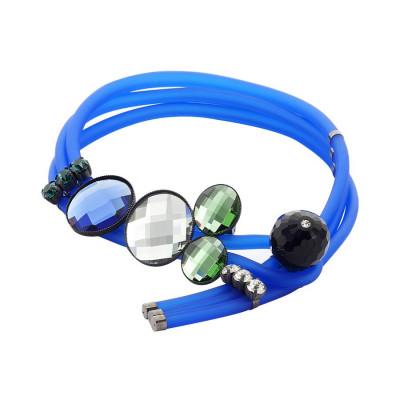 Collana in gomma blu con cristalli colorati