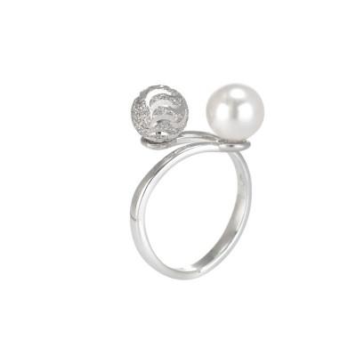 Anello in argento con perla Swarovski e sfera diamantata effetto ondulato