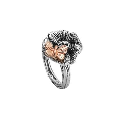Anello in argento brunito con fiore di ciliegio e farfalla rosata