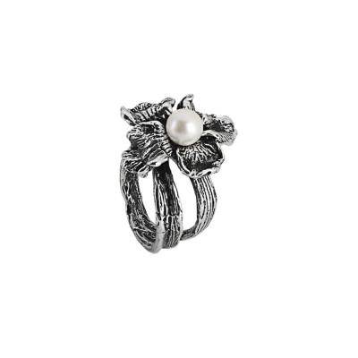 Anello in argento brunito con ninfea e perla naturale centrale