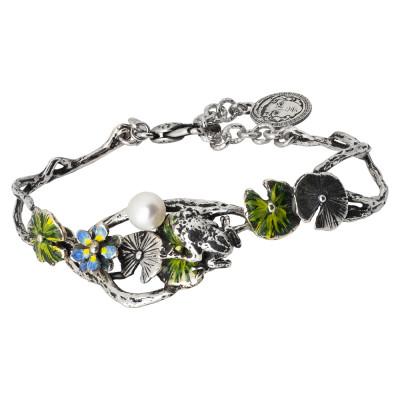 Bracciale semirigido in argento brunito con fiori di ninfea dipinti, ranocchio e perla naturale