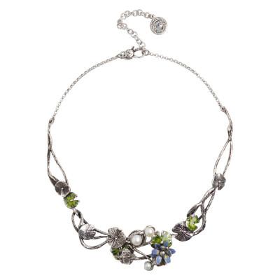 Collana semirigida con decoro di ninfee in argento brunito e dipinte a mano e perle naturali