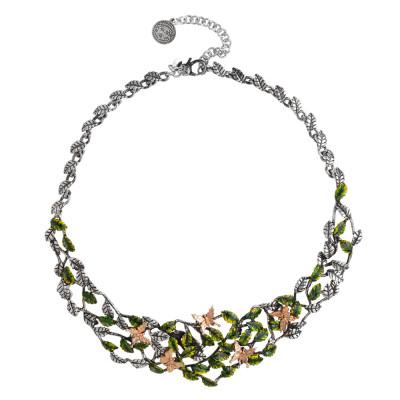 Collana decorata da foglie di ulivo in argento brunito dipinto a mano e farfalle