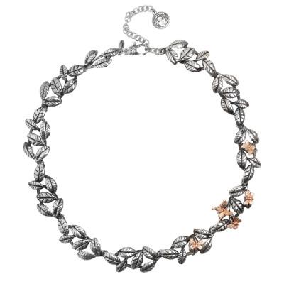 Collana con decoro di foglie di ulivo in argento brunito e farfalle placcate oro rosa