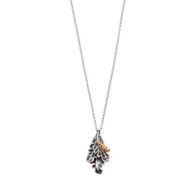 Collana in argento brunito con foglia piuma pendente e bruco placcato oro rosa