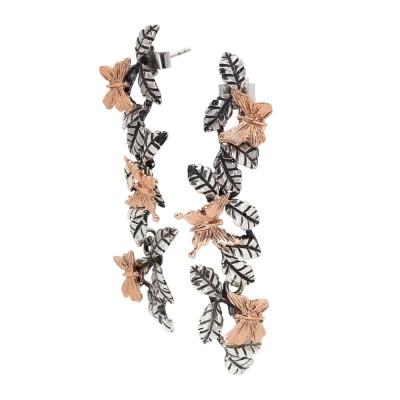 Orecchini pendenti con foglie di ulivo brunite e farfalle placcate oro rosa