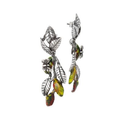 Orecchini con intreccio di foglie di ulivo dipinte a mano e farfalla brunita