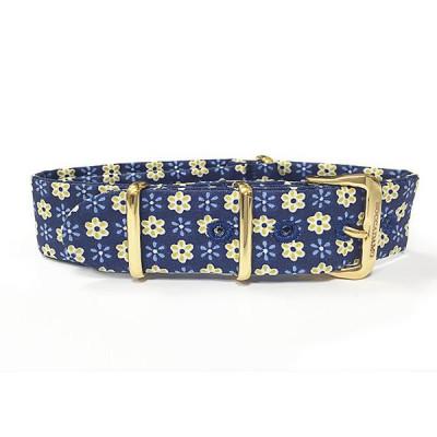 Cinturino sartoriale con tema floreale giallo su fondo blu e fibbia dorata
