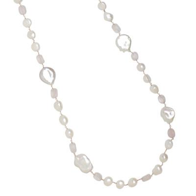 Collana lunga con perle scaramazze e quarzo rosa
