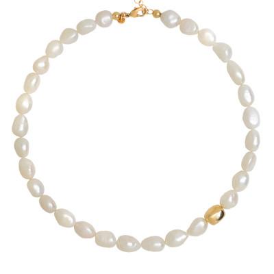 Collana con perle scaramazze ed elemento placcato oro giallo